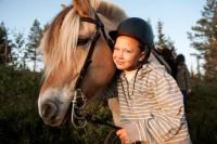 Hest og blid rytter hos Trysil Hestesenter