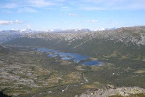 Villmarksfiske på Lønset. Utsikt fra Storskrymten. Foto: Odd Roald Uv