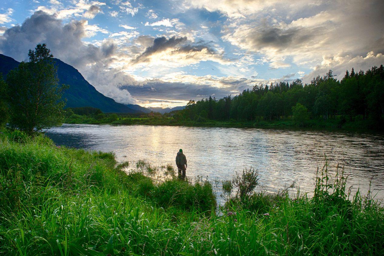 Fisker i Hemsil. foto: Ørretens Rike